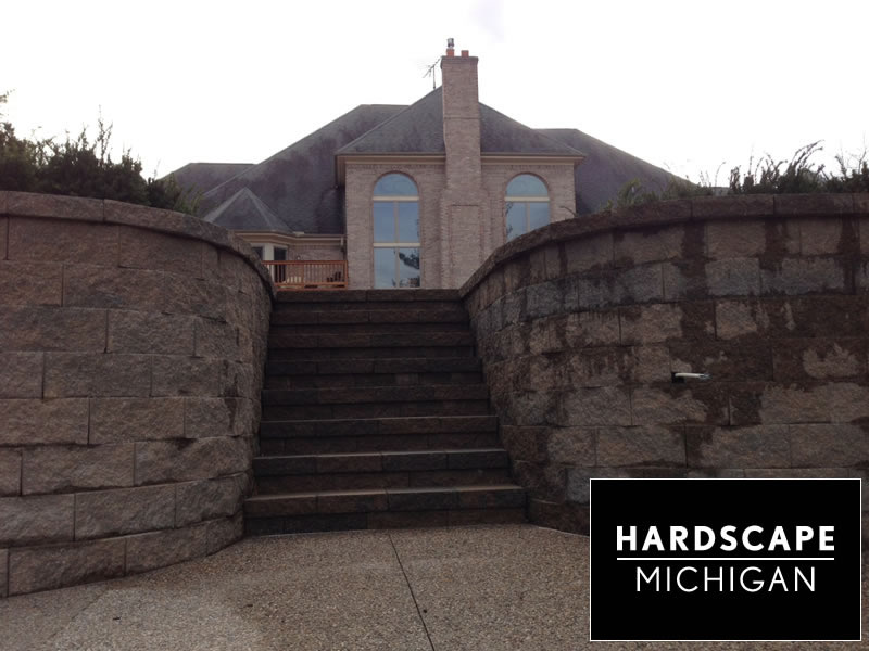 rochester-hills-hardscape-staircase-retaining-wall-install